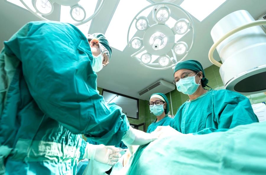 """ד""""ר רון עזריה – 41% מהצעירים בישראל רוצים לעשות ניתוח פלסטי באף"""