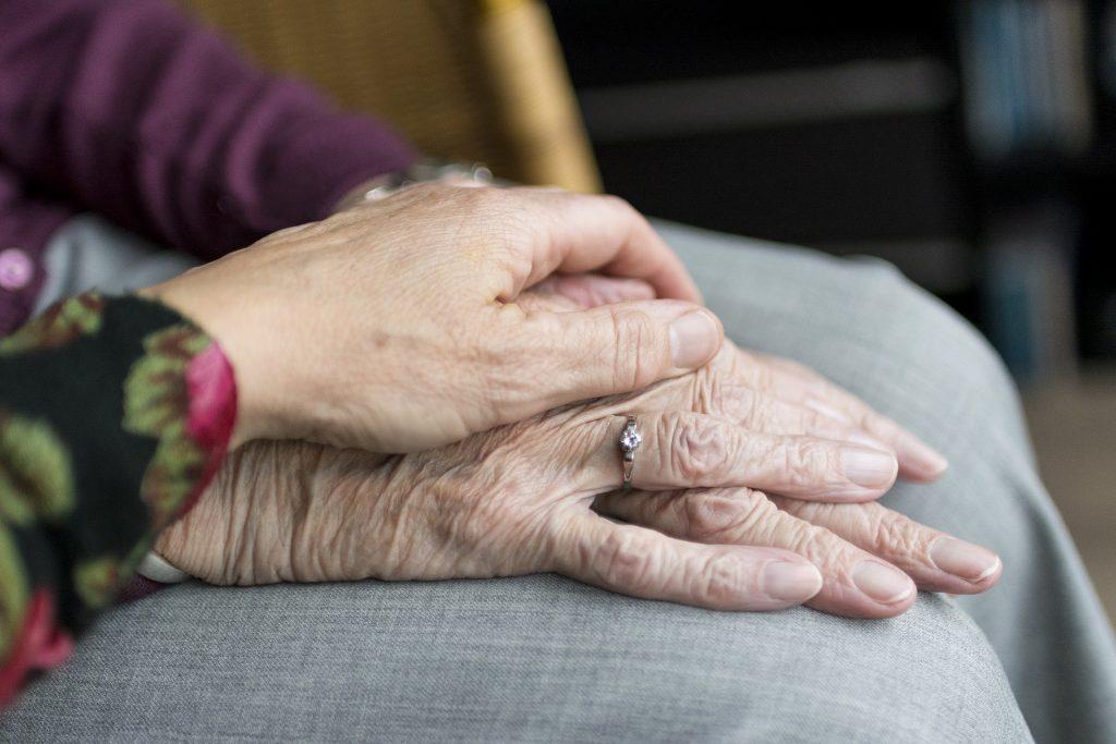 כך פעלה השיטה לעוקץ הקשישים